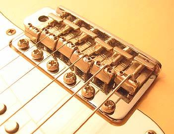 Setup su chitarre con ponte Fender Vintage (6 viti)