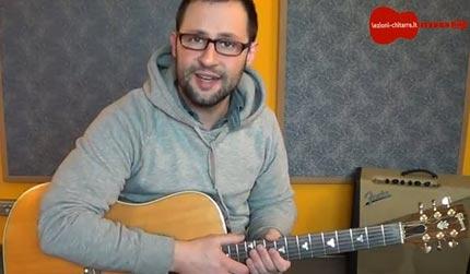 Cantare e suonare contemporaneamente la chitarra