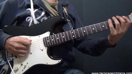 Chitarra: l'importanza della mano destra e sincronizzazione con la sinistra