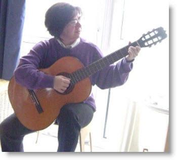 Impariamo la posizione corretta della chitarra (lezione per principianti)