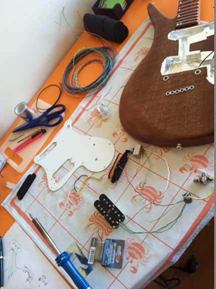 Costruire una Chitarra lezione 15: montaggio dell'elettronica